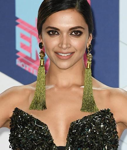 Deepika Padukone in Valliyan fringe earrings at MTV Europe ...