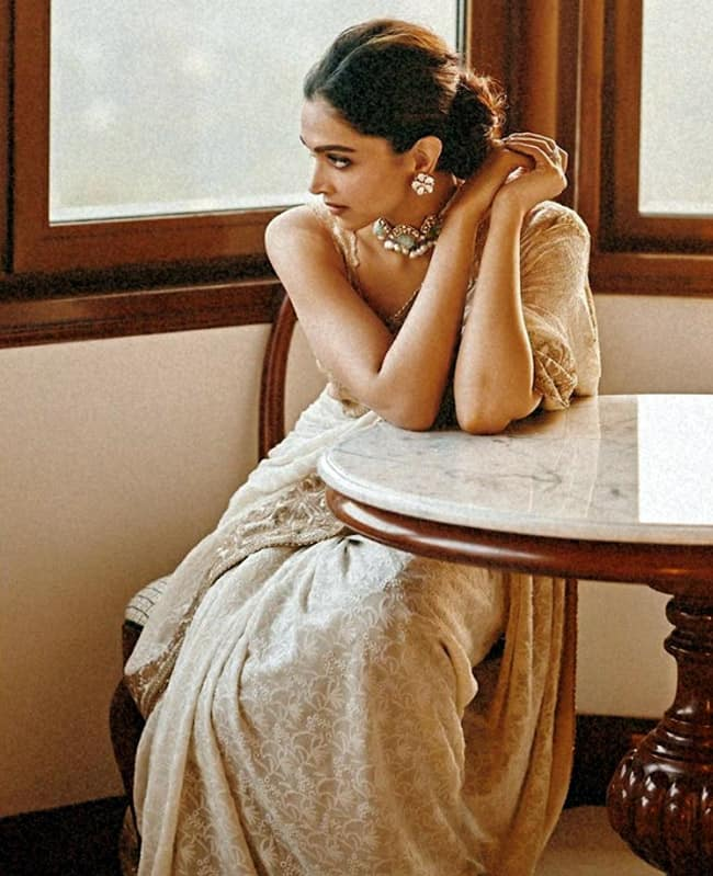 Deepika Padukone Looks Drop dead Gorgeous in White And Golden Saree