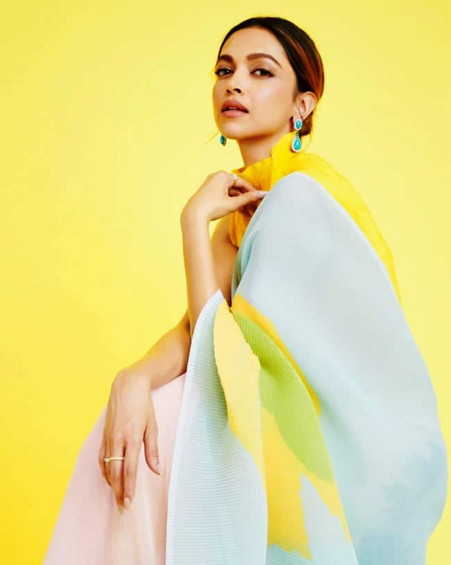Deepika Padukone wears an unusual saree on KBC 13  see her pictures here