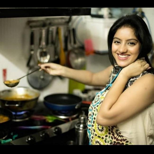 Deepika Singh Goyal cooking at home