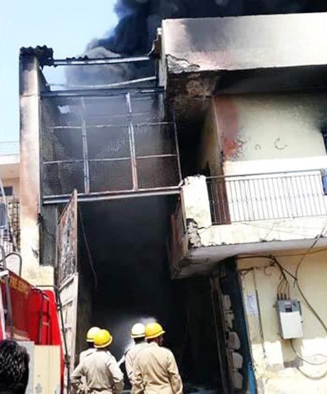 Delhi  Fire Breaks Out at Chemical Factory in Mundka   s Swaran Park  15 Fire Tenders on Spot