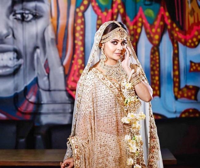 Devoleena Bhattacharjee looks stunning as a bride