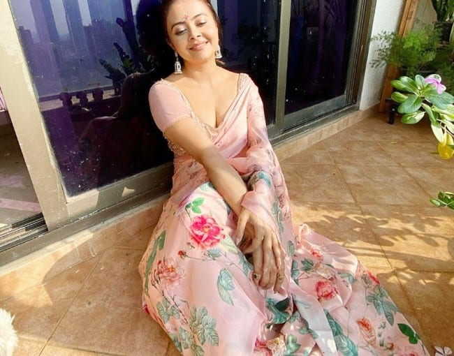 Devoleena Bhattacharjee has won hearts yet again with saree pictures | Devoleena  Bhattacharjee oozes oomph in a lavender saree with a designer blouse |  Celebs Photo Gallery | India.com Photogallery