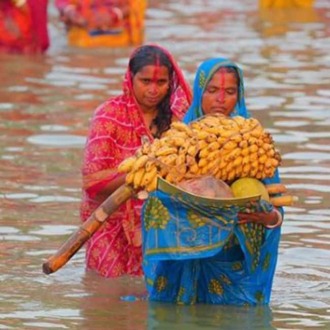 Devotees Offer Arghya on The Last Day of Chhath Puja