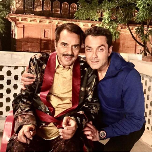Dharmendra with Bobby Deol on sets of Yamla Pagla Deewana 3