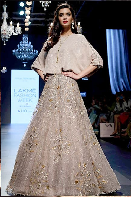 Diana Penty walked the ramp for Payal Singhal on day 3 of LWF 2017