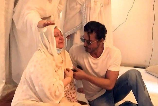 Dilip Kumar last rites  Saira Banu mourns the death of a legend  SRK goes emotional