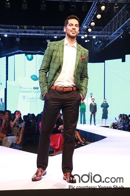 Dino Morea walking ramp at GQ fashion nights 2017