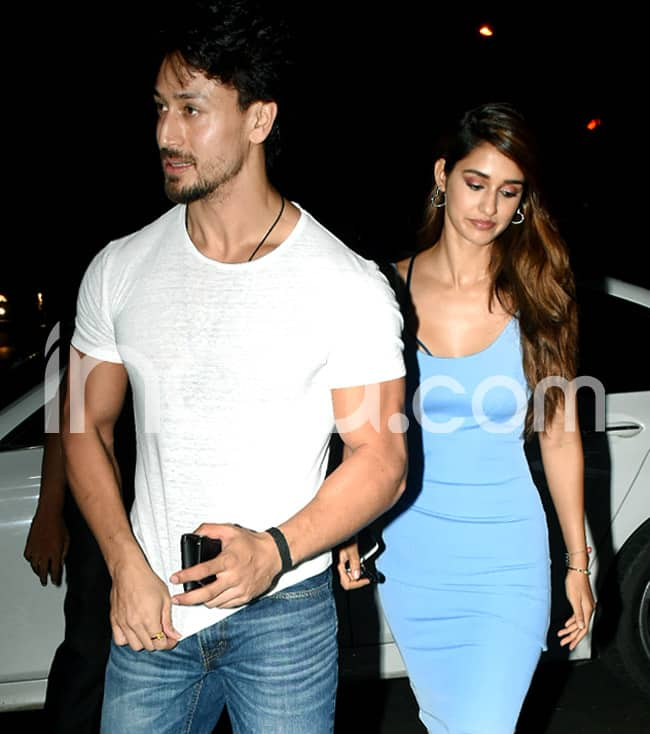 Disha Patani And Tiger Shroff Snapped by Paparazzi Outside Mumbai Eatery