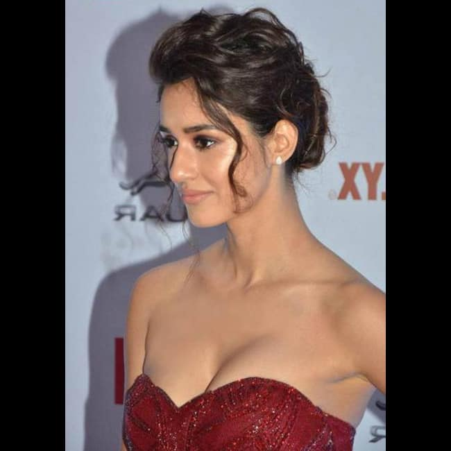 Disha Patani flaunts her sexy cleavage in this picture