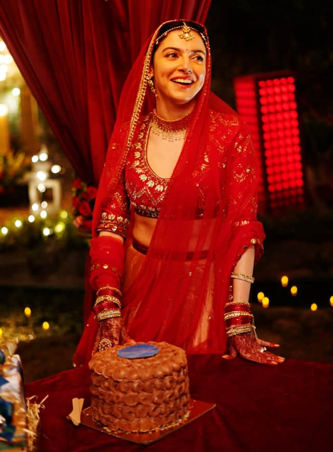 Divya Khosla Kumar celebrates birthday on sets of Satyameva Jayate 2