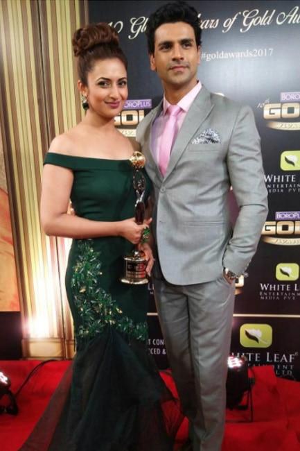 Divyanka Tripathi Dahiya with husband Vivek Dahiya at Zee Gold Awards 2017