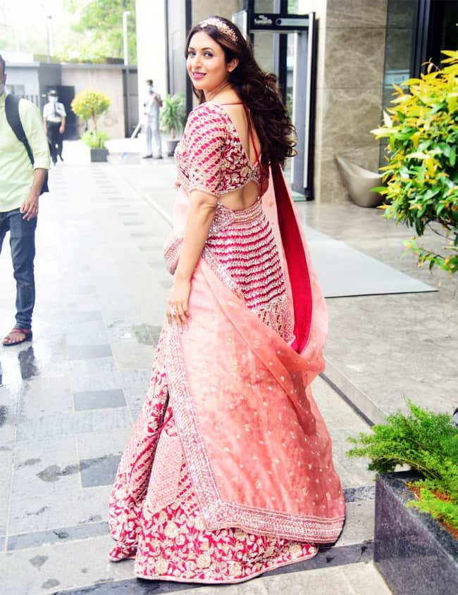 Divyanka Tripathi is Beautiful in an Embroidered Lehenga