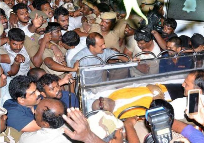 DMK Patriarch Karunanidhi to be Buried Next to Anna at Chennai   s Marina Beach