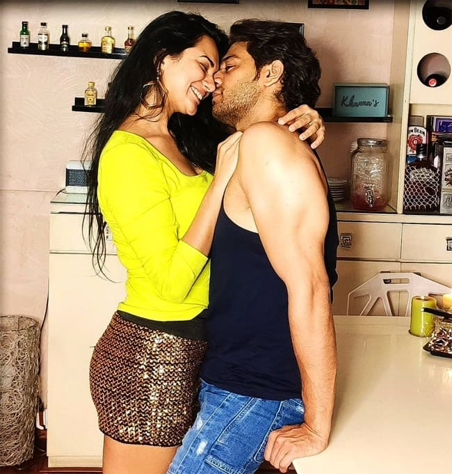 Do you know that Anuj Kapadia from Anupamaa is married to this hotty