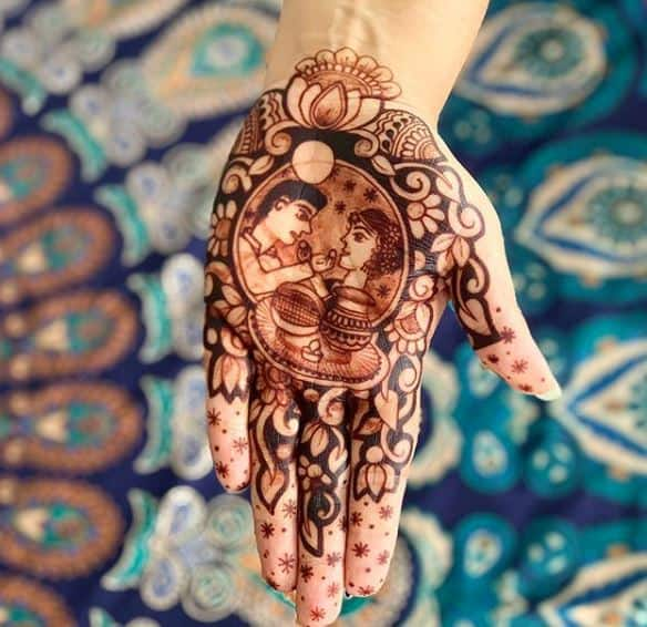 During Karva Chauth mehendi per hand costs Rs 1000