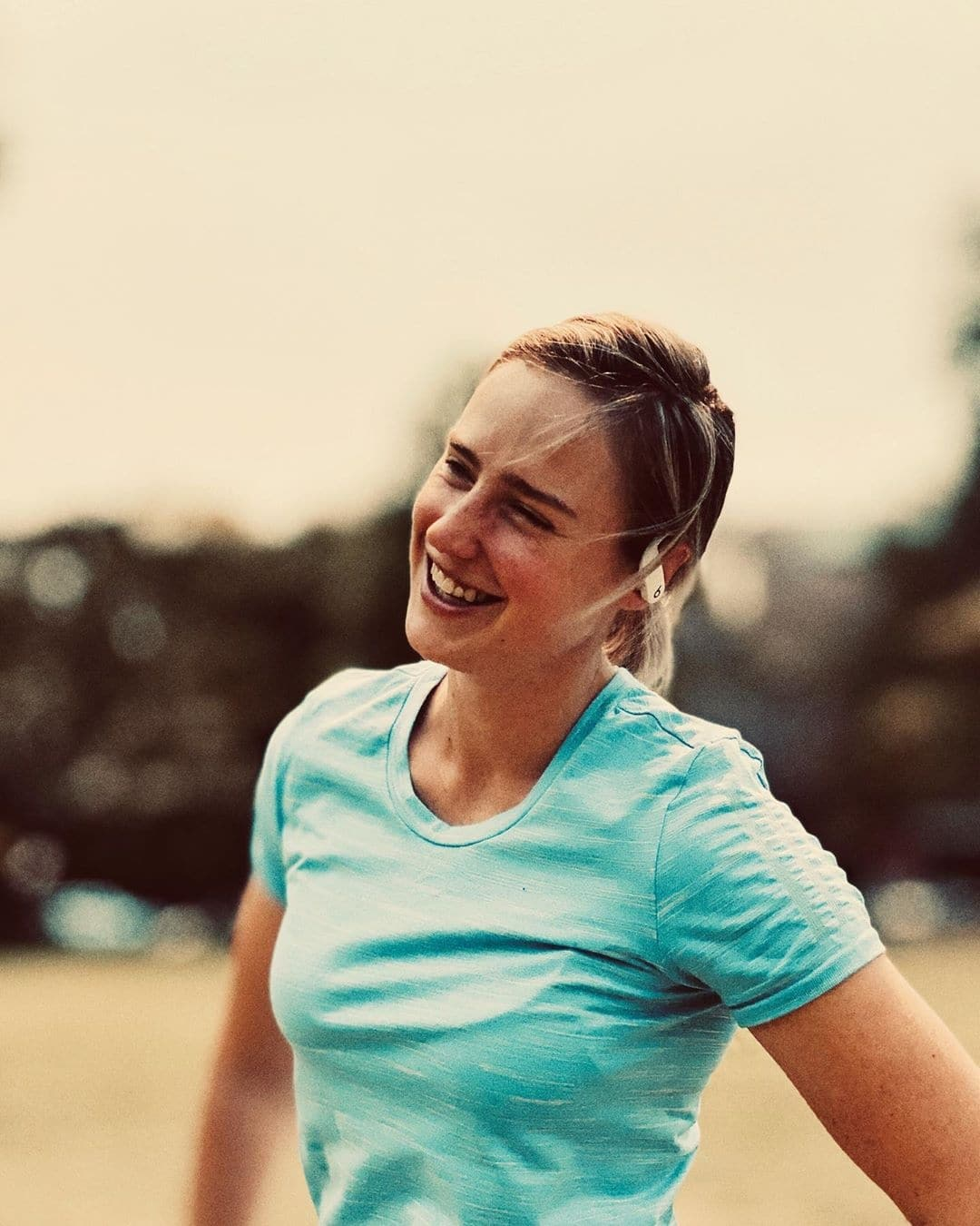 Ellyse Perry s Killer Smile Can Floor You