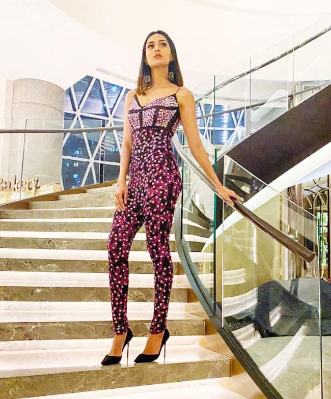 Erica Fernandes Looks Classy and Chic