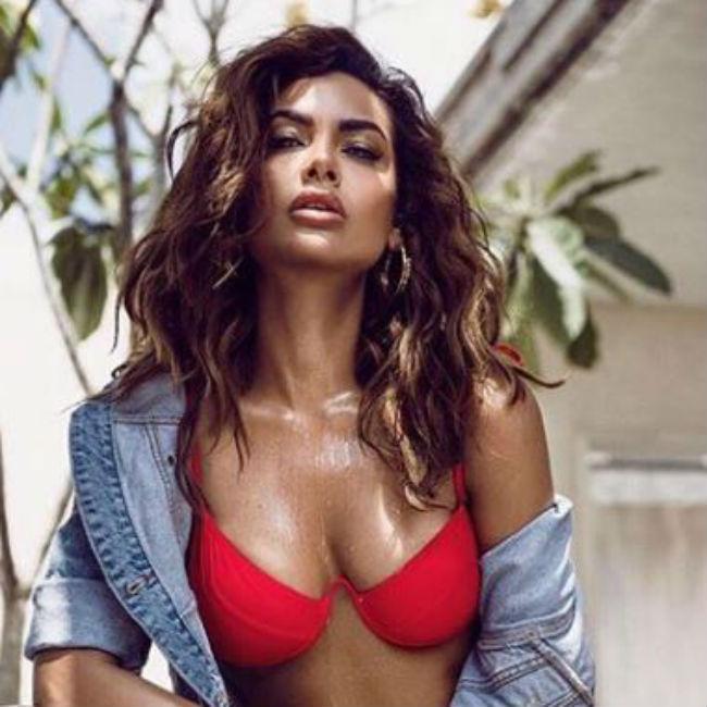 Esha Gupta Looks Hot And Sexy