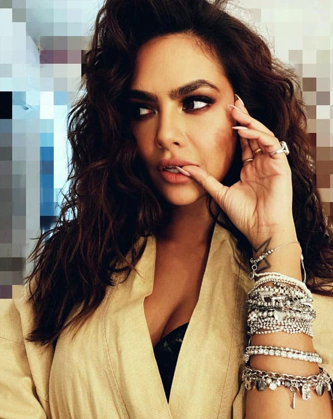 Esha Gupta s Bold Avatar in Latest Photoshoot Will Make You go Crazy Over Her