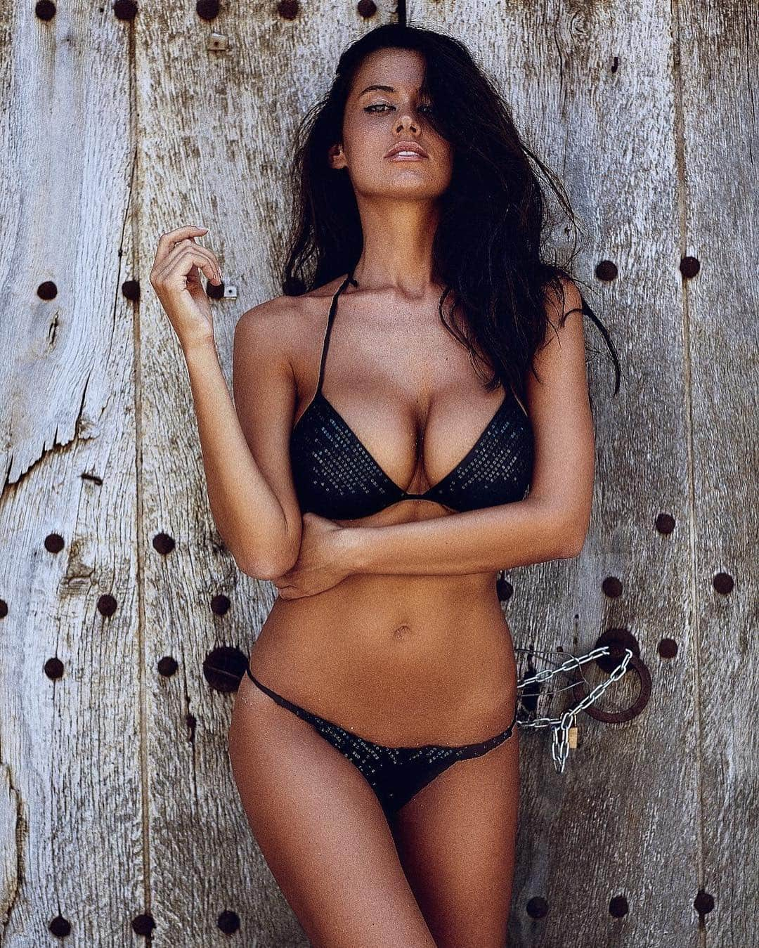Eva Padlock Stunning Hot Body