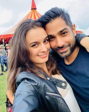 Evelyn Sharma Looks Totally Sexy Wearing Traditional Outfits And These Photos Are Proof