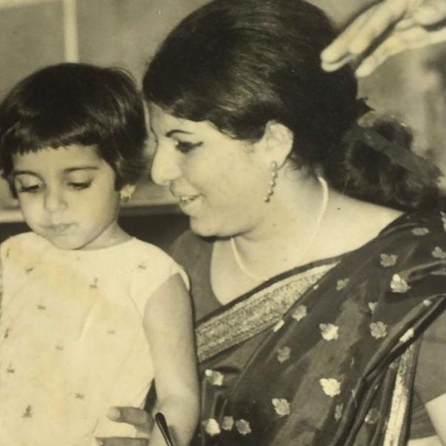Farah Khan dedicates a post to her mother