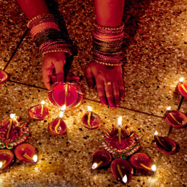 Gift traditional clay lamps to your loved ones this Diwali