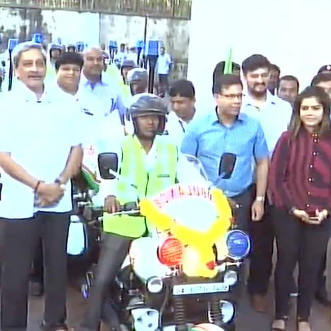 Goa CM Manohar Parrikar launches bike ambulances