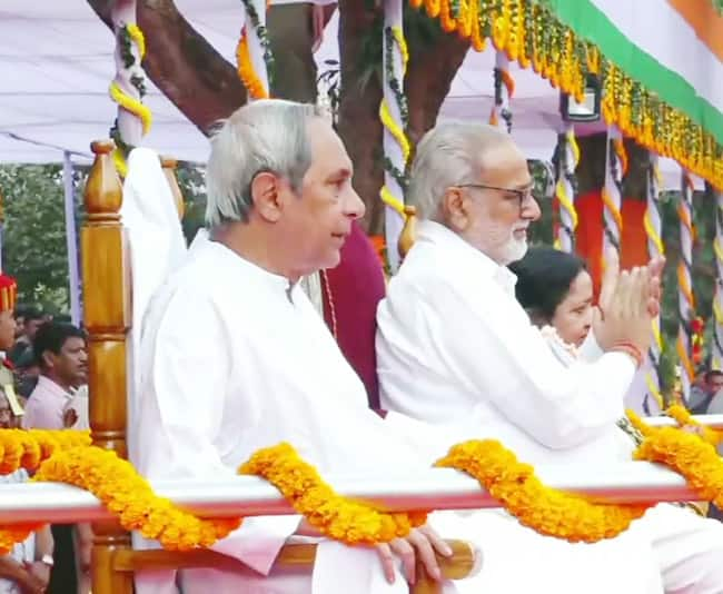 Governor Ganeshi Lal unfurls  the tri colour in Odisha