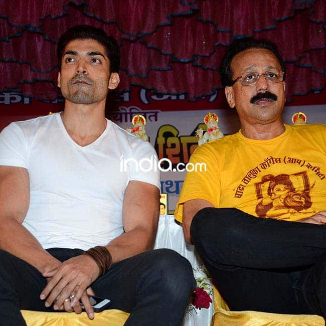 Gurmeet Choudhary snapped with Baba Siddique during a    Dahi Handi    event