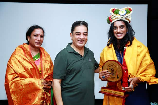 Haasan felicitates Sindhu and her mother PV Vijaya