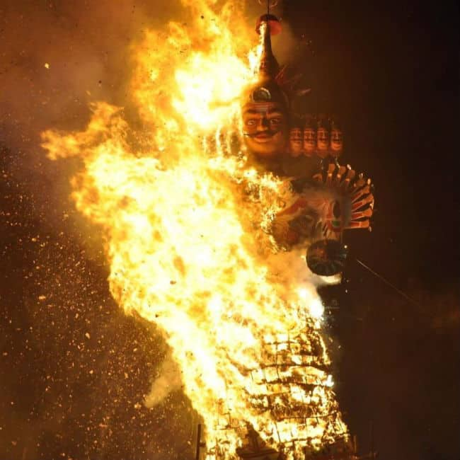 Happy Dussehra 2018  Ravana Burnt With Fireworks by CM Devendra Fadnavis