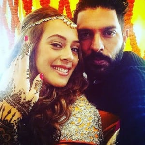 Super romantic pictures of cricketer Yuvraj Singh with wife Hazel Keech