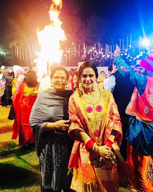 Here   s how actor Mona Singh celebrated her first Lohri after marriage