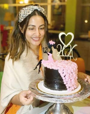 Hina Khan Celebrates 'Bemisaal 12 Saal' As She Completes 12 Years in the Industry
