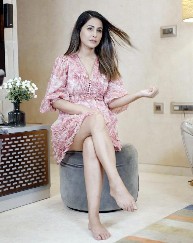 Hina Khan Flaunts Her Perfectly Toned Legs