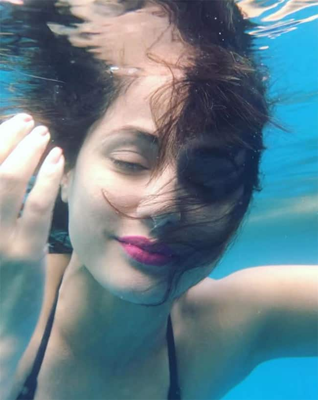 Hina Khan is Slaying The Internet With Her Underwater Picture