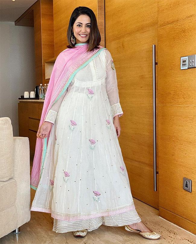 Hina Khan Looks Breezy in Summery Ethnic Wear