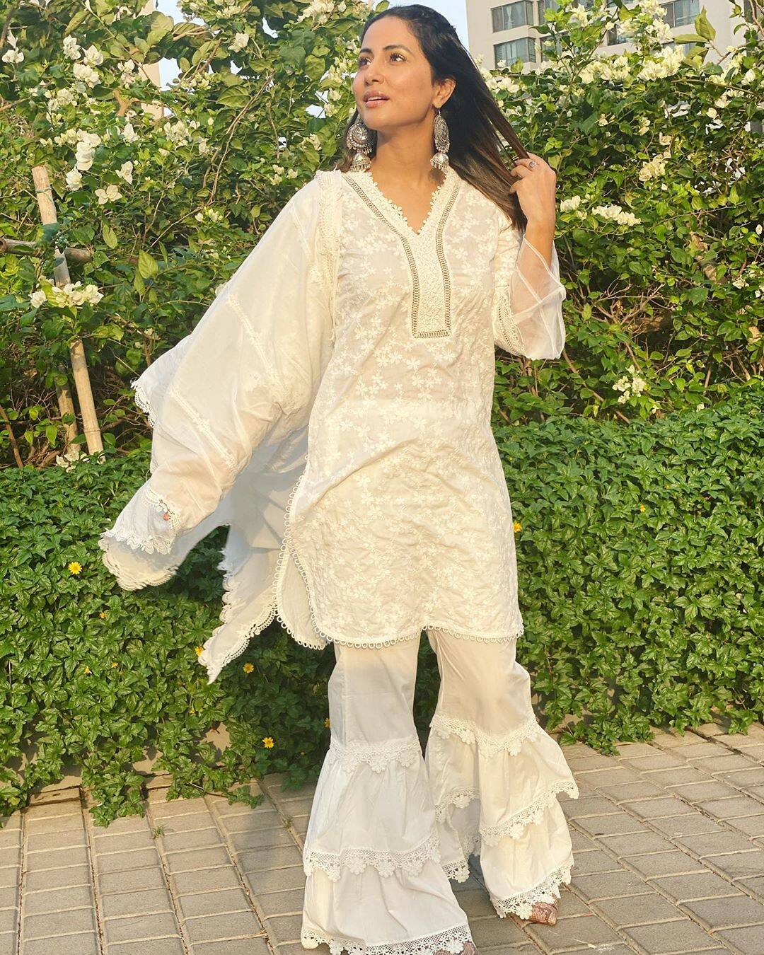 Hina Khan Looks Breezy in White Ethnic Wear