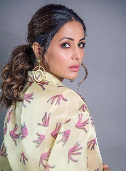 Hina Khan Looks Drop dead Gorgeous in Lime coloured Floral Dress