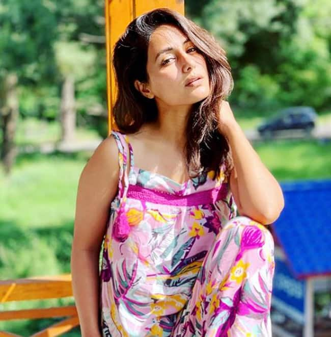 Hina Khan Looks Drop dead Gorgeous in no Makeup Look in Latest Sun kissed Pictures