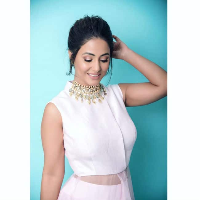 Hina Khan Looks Drop dead Gorgeous in Pink Gown