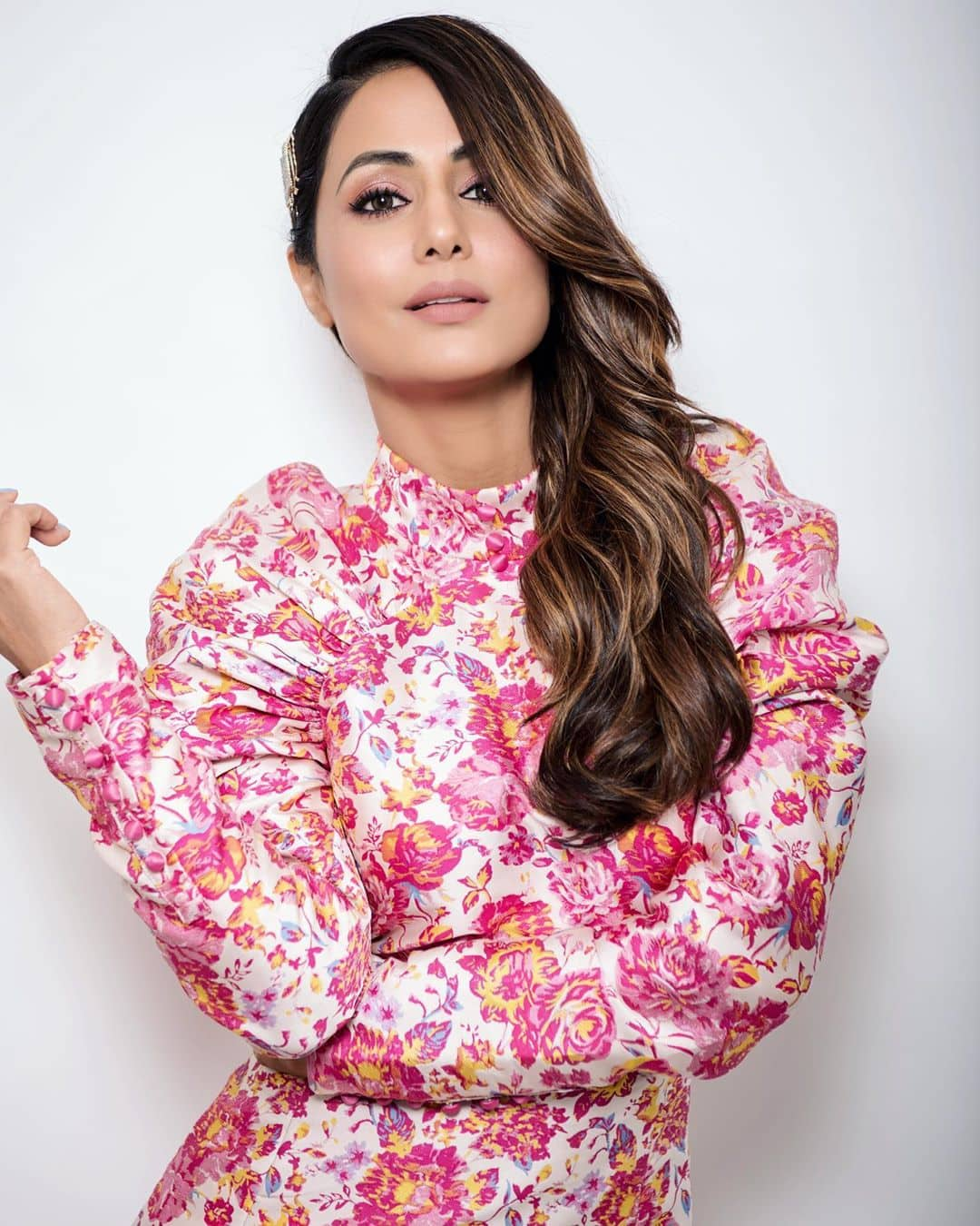 Hina Khan Looks Fresh as Roses