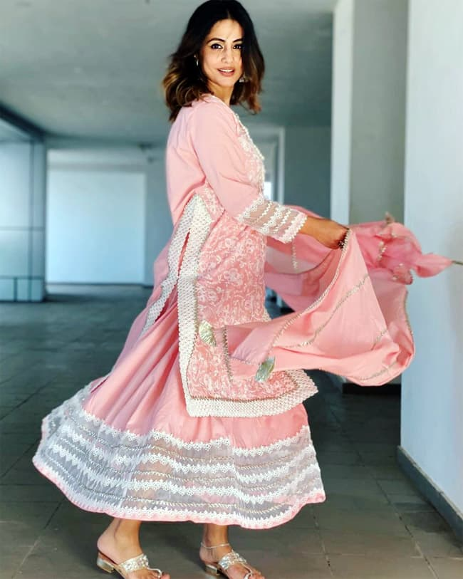 Hina Khan looks lovely in her lace kurta