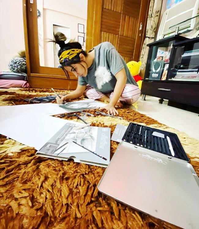 Hina Khan Loves Sketching