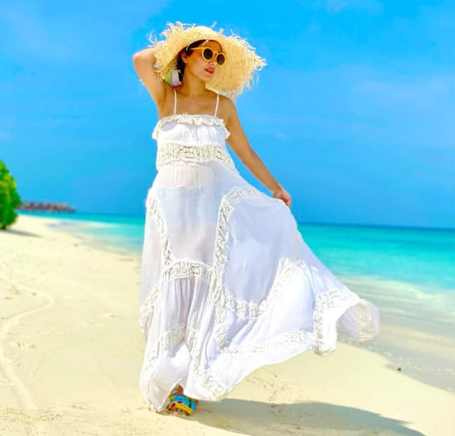 Hina Khan rocks her beach style in Maldives