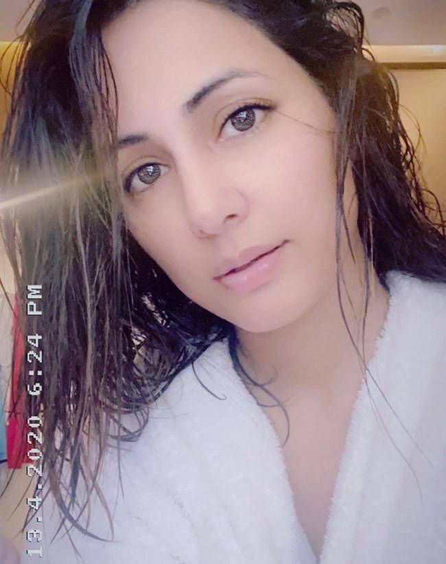 Hina Khan's Seductive Look Goes Viral