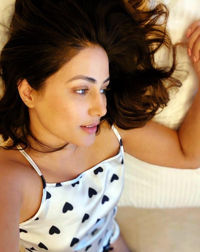 Hina Khan   s Selfie Spree is Unmissable