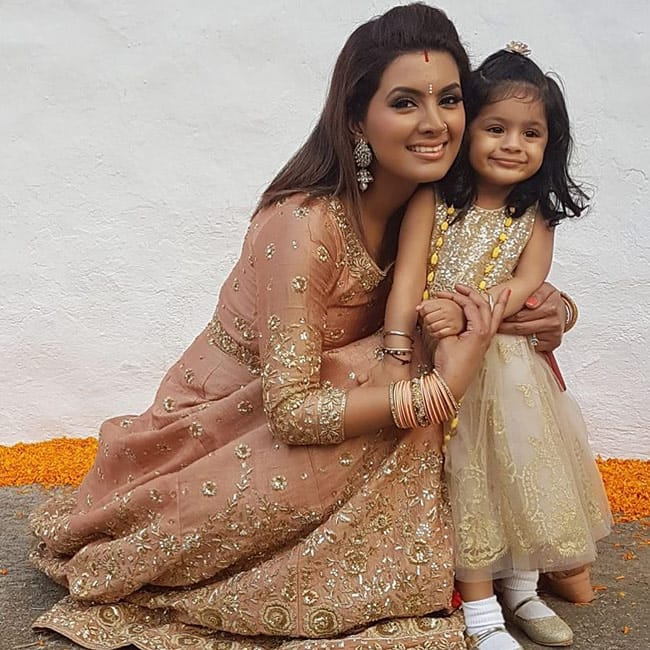 Hinaya Singh with mother Geeta Basra at a family function